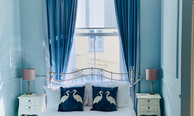 Boutique luxury bed and breakfast suites centrally located in Torquay